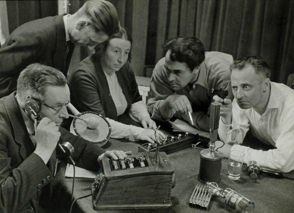 Recording a radio play | Photo from the Spaarnestad Collection of the National Archives in The Hague | flickr.com