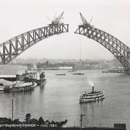 Sydney Harbour Bridge under construction (July 1930). National Museum of Australia, 1986.0117.6558