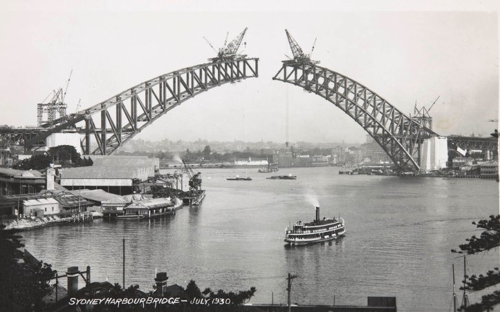 Sydney Harbour Bridge under construction (July 1930). National Museum of Australia, 1986.0117.6558