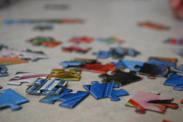 blue and red jigsaw pieces